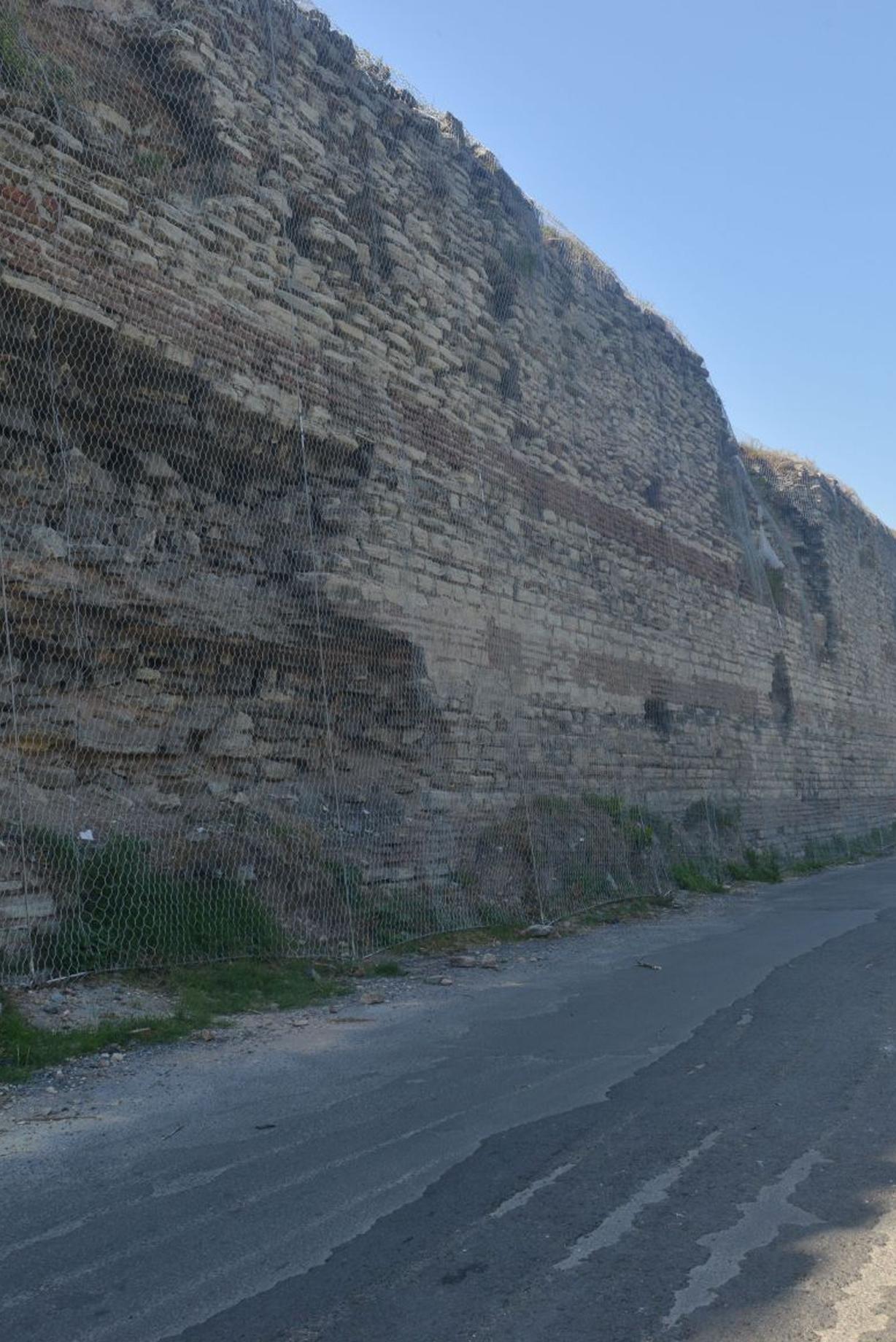 Kaya & Taş Dökülme İhtimali Olan Yerler